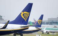 Ryanair obniża prognozę, ostrzega przed kolejną falą koronawirusa