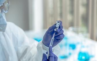 Trzecia dawka szczepionki dla studentów medycyny? Kraska: to możliwe