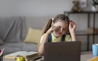 Coraz więcej dzieci ma problemy zdrowotne związane z nauczaniem zdalnym