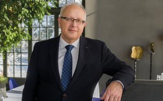 Prof. Robert Flisiak o szczepieniach przeciw COVID-19: najpierw wykorzystajmy zachęty, a nie kary