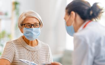 Trwają zapisy farmaceutów na kurs przeprowadzania badania kwalifikacyjnego przed szczepieniem przeciw COVID-19