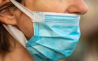 Wirus SARS-CoV-2 może docierać do mózgu przez nos [BADANIA]