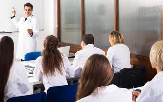 MZ: Zmiana sposobu finansowania rezydentur nie zakłóci procesu realizacji szkoleń specjalizacyjnych
