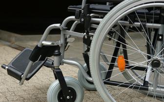 """Ruszy państwowa wypożyczalnia sprzętu rehabilitacyjnego. Zamówienie trafi """"pod drzwi"""" niepełnosprawnych"""