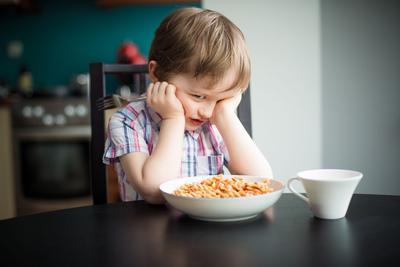 Aby poznać przyczynę kłopotów z osiągnięciem właściwej masy ciała przez dziecko, konieczny jest szczegółowy wywiad — rodzinny i okołoporodowy, a także dotyczący ogólnej sytuacji domowej.