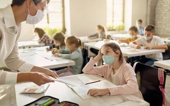 Ekspert: Otwarcie szkół dla najmłodszych nie powinno spowodować wzrostu zakażeń SARS-CoV-2