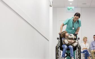 """Stanowisko PTND i Fundacji SMA: Nie ma potrzeby """"ratowania"""" dziecka chorego na SMA lekiem zakupionym prywatnie"""