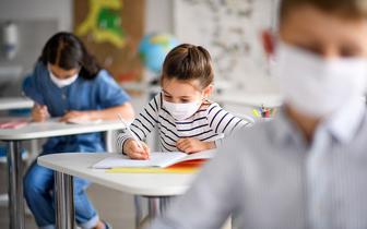 Prof. Gut: pierwsze restrykcje wyhamowały pandemię