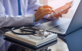 Wydatki na zdrowie w 2022 r. Gadomski: znowu znacząco wzrosną