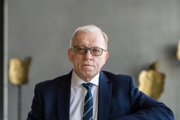 Dr hab. n. med. Mirosław Ząbek, prof. CMKP