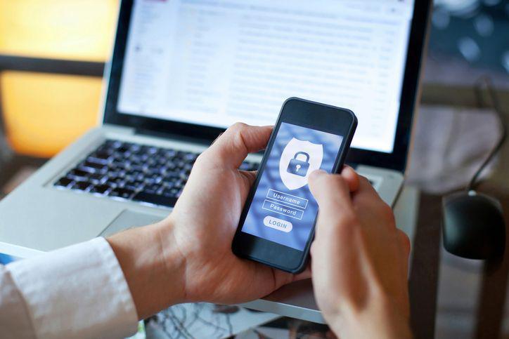 Najbezpieczniejszym sposobem ochrony danych w sieci jest backup
