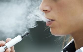 Elektroniczne papierosy mają wpływ na stan zdrowia jamy ustnej