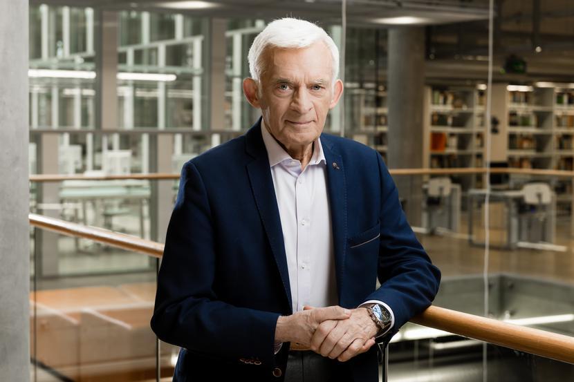 Były premier, 80-letni Jerzy Buzek jest europosłem Platformy Obywatelskiej nieprzerwanie od 2004 r.