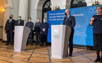 Adam Niedzielski: uproszczona procedura dopuszczenia do wykonywania zawodu lekarza zachowuje gwarancję wiedzy