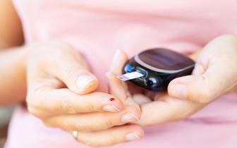 Eksperci: prawidłowe leczenie cukrzycy obniża ryzyko ciężkiego przebiegu COVID-19