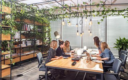 Firmy zadbają o komfort w pracy