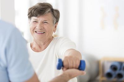 Według szacunków prof. Edwarda Czerwińskiego, w 2015 roku było w Polsce ponad 2 mln 700 tys. złamań z powodu osteoporozy, w tym 2 mln 247 tys. złamań wśród kobiet i 463 tys. wśród mężczyzn.
