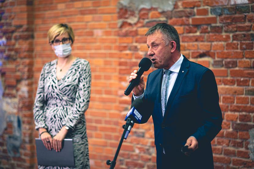 Karol Młynarczyk, wicewojewoda łódzki, i Agnieszka Sygitowicz